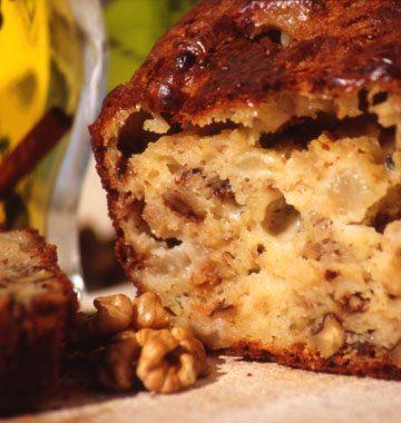 Cake au roquefort, aux poires et aux noix