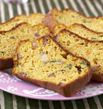Cake aux lardons, carottes et estragon