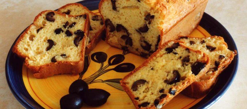 Cake aux olives noires et au parmesan