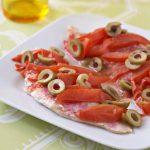 Rougets aux olives vertes et aux tomates
