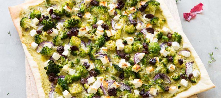 Pizza brocoli, feta et raisins secs
