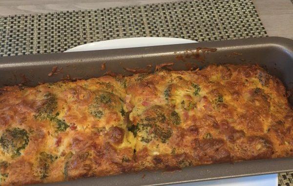 Cake aux brocolis, lardons et moutarde