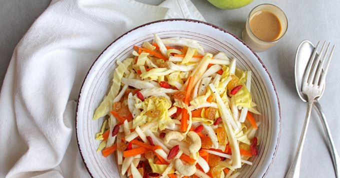 Salade de chou pointu, fenouil, carotte et pomme, sauce amande soja