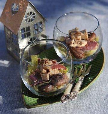 Verrines de chou vert et marron, au foie gras et magret séché