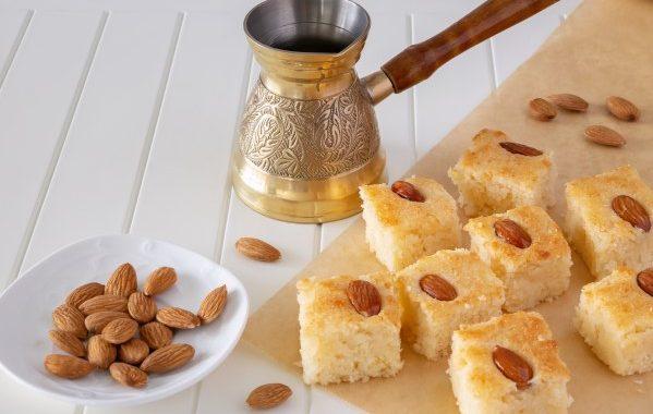 Gâteau de semoule libanais à la rose (namoura)