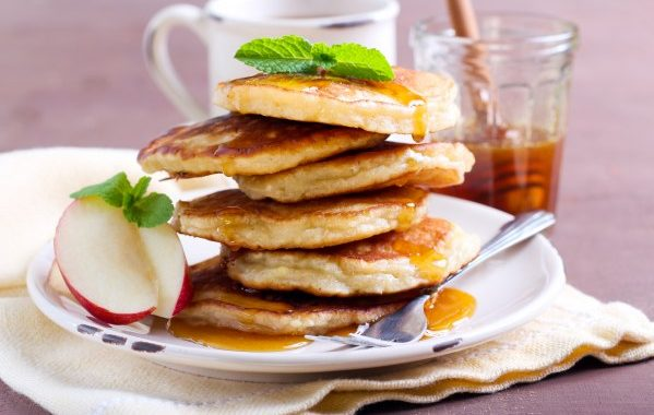 Pancakes aux pommes et à la cannelle