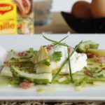 Carpaccio d'asperges, œufs pochés et allumettes