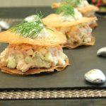 Millefeuilles aux deux saumons, crème fouettée mascarpone aneth et citron vert