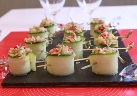 Rouleaux de courgettes au crabe, citron vert et échalotes