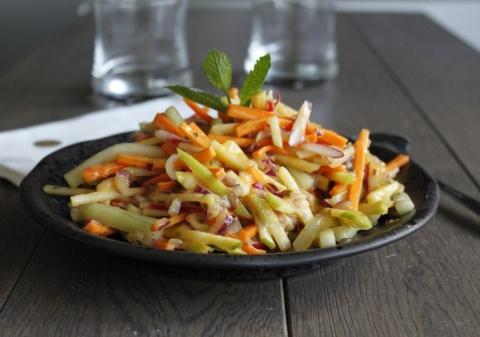 Salade croquante carotte, concombre, radis et mangue