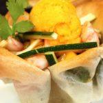 Salade croustillante crevettes courgette granité de mangue