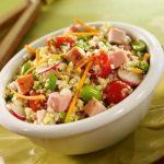 Salade de fèves vertes, quinoa, radis aux dés de jambon