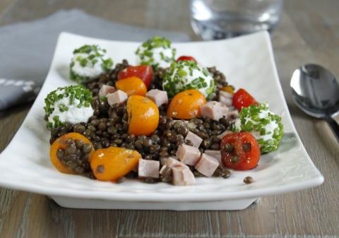 Salade de lentilles et billes de chèvre frais