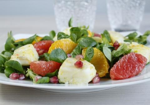Salade de mâche et cabillaud mariné aux agrumes et grenade