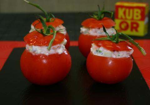 Tomates farcies crevettes et saumon aux légumes croquants