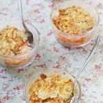 Crumble à la rhubarbe et aux flocons d'avoine