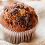 Muffins aux pépites de chocolat et à la compote de pommes
