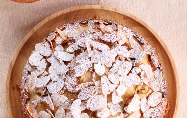 Tarte aux pommes, miel et amandes