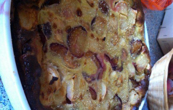 Clafoutis aux prunes et aux groseilles
