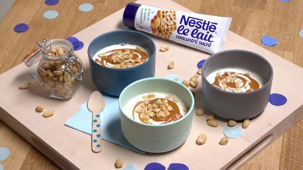 Glace au lait caramel et cacahuètes