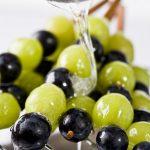 Brochettes de raisins caramélisées