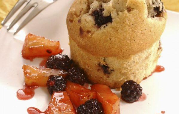Muffins aux mûres et poêlée d'ananas