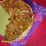 Tarte à la rhubarbe et aux pommes caramélisées