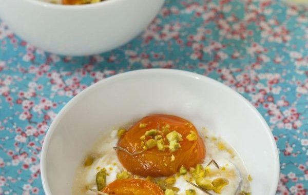 Abricots rôtis au romarin et faisselle au caramel de lavande