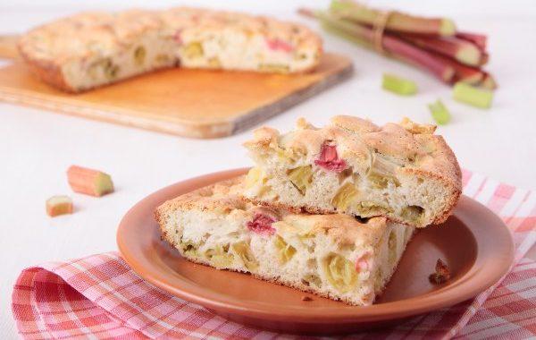 Gâteau suisse à la rhubarbe