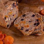 Gâteau au potiron, aux raisins et aux écorces d'agrumes