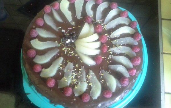 Sainte Aurore (gâteau chocolat- poire fourré mousse chocolat-framboise glaçage fudge)