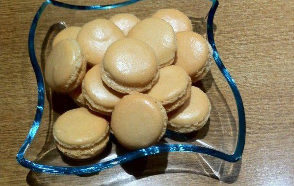 Macaron aux deux chocolats (ganache chocolat blanc)