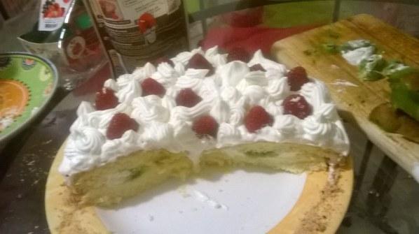 Le gâteau qui tue aux kiwis et aux framboises