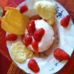 Blanc manger aux fraises et crème d'amande