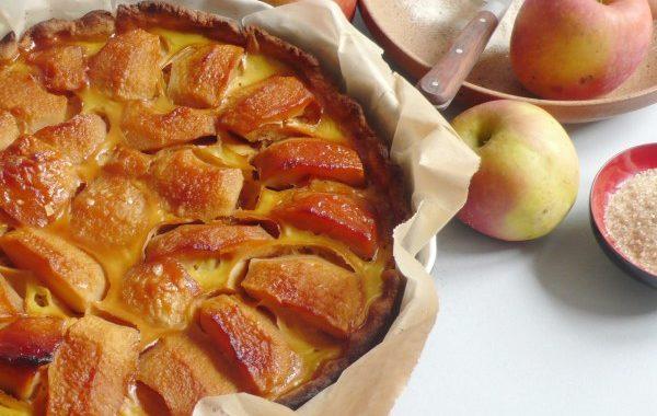 Tarte aux pommes pochées au caramel et rhum