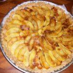 Tarte aux pommes caramel beurre salé et rhubarbe