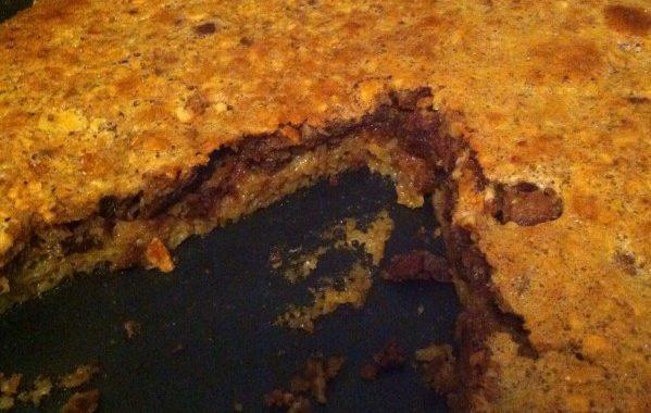 Gâteau d'automne aux noisettes raisins secs et miel