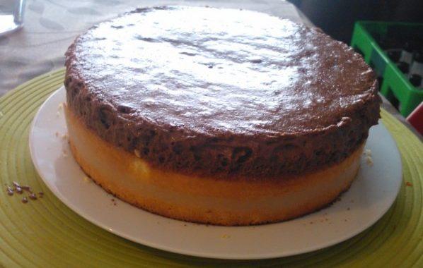 Gâteau mousse chocolat et gelée de poires