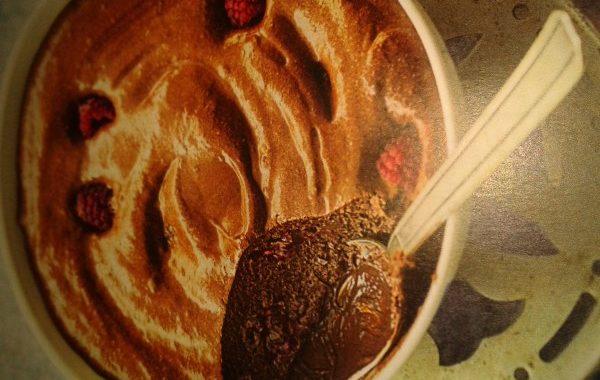 Mousse au chocolat au gingembre et framboises