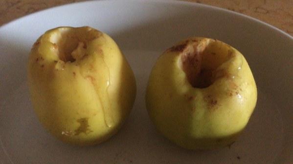 Pommes au four au miel et à la cannelle