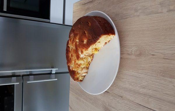 Gâteau avec les fruits du punch