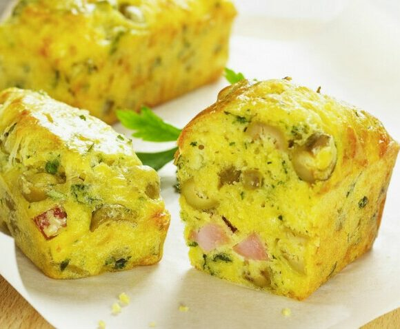 Cake au jambon, olives et champignons