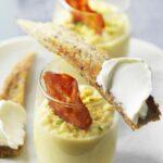 Œufs brouillés au St Môret® et chorizo, toasts frottés à l'ail