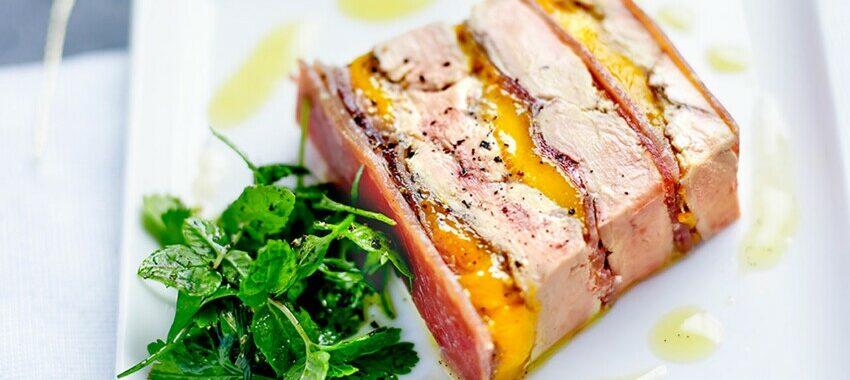 Terrine de foie gras poêlé, mangue, Jambon de Bayonne Aoste et gelée de sauternes au poivre de Timut