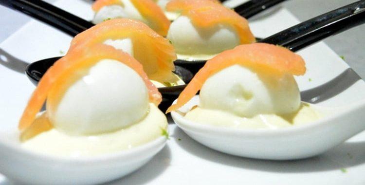 Oeuf de caille saumon sur lit de mayo-citron vert