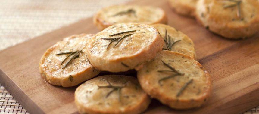 Crackers au parmesan et romarin