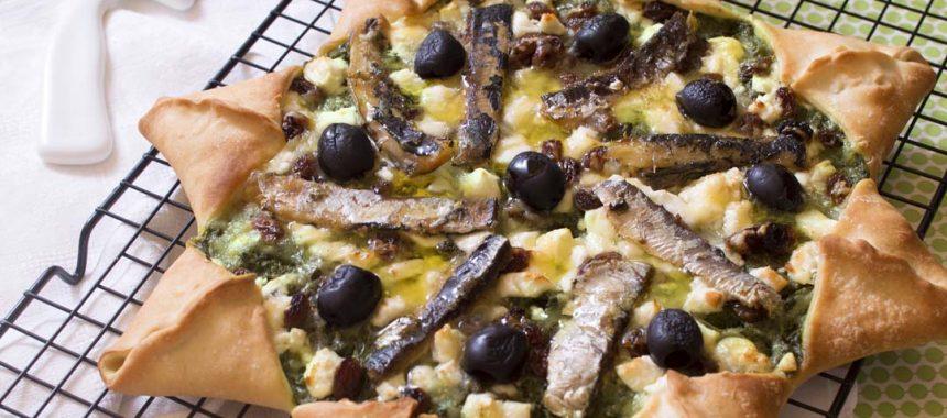 Pizza étoile aux épinards, sardines, feta et raisins