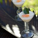 Gelée de coco aux herbes thaies et crabe
