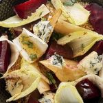 Salade gourmande de quinoa, betteraves et endives aux miettes de Saint Agur