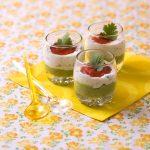 Verrines tricolores poivron, avocat et fromage frais